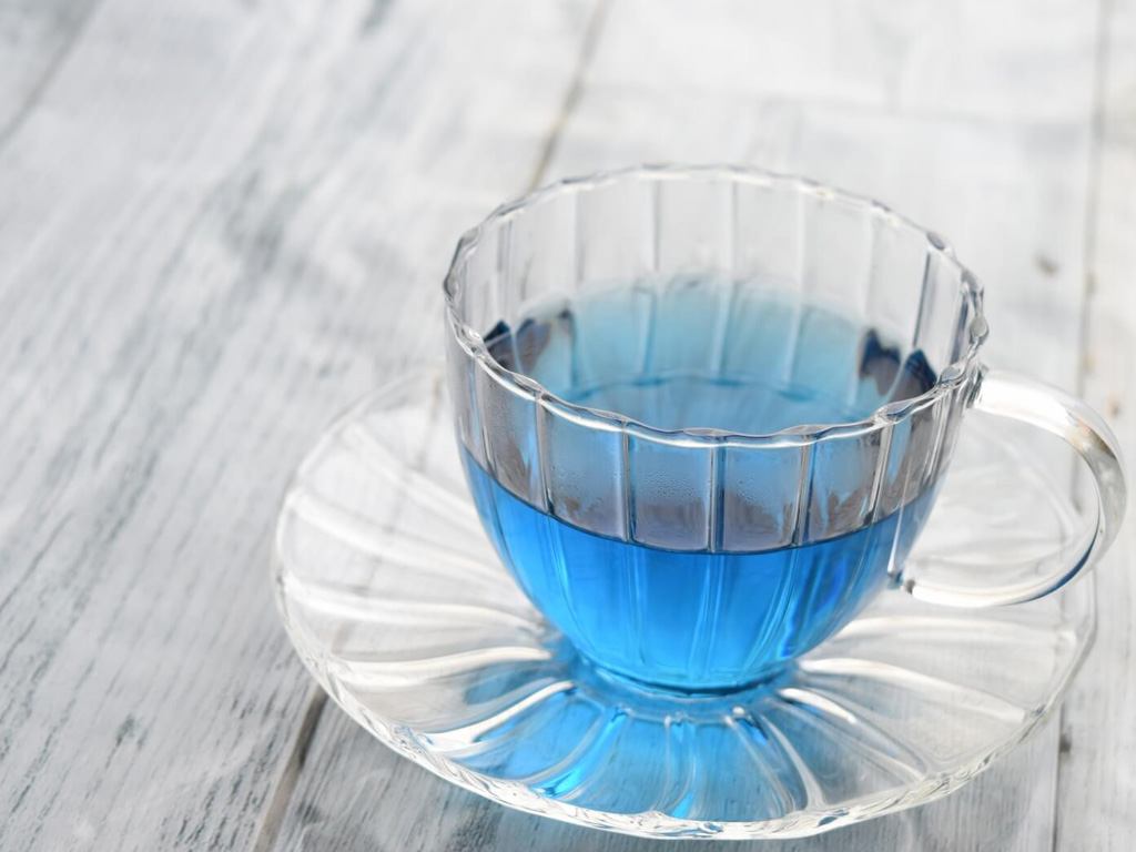 神秘的な青いお茶!バタフライピーの効果効能、味や飲み方を紹介!
