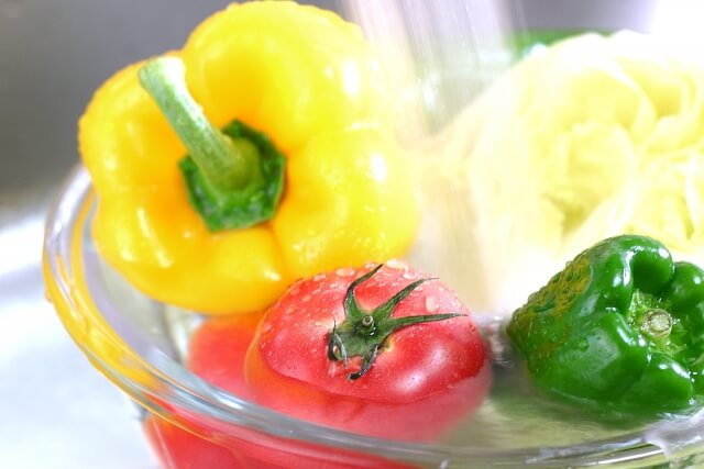 野菜の残留農薬は水で落ちるのか