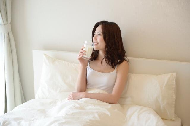 アーモンドミルクの効果的な飲み方は朝食前