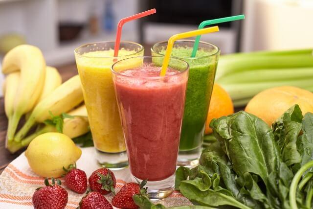 野菜や果物のスムージー